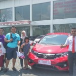 Foto Penyerahan Unit 2 Sales Marketing Mobil Dealer Honda Rizza