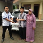Foto Penyerahan Unit 3 Sales Marketing Mobil Aziz