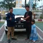 Foto Penyerahan Unit 3 Sales Marketing Mobil Dealer Daihatsu Auli