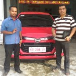 Foto Penyerahan Unit 3 Sales Marketing Mobil Dealer Daihatsu Bansir