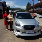 Foto Penyerahan Unit 3 Sales Marketing Mobil Dealer Nissan Datsun Yohana