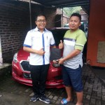 Foto Penyerahan Unit 3 Sales Marketing Mobil Dealer datsun Fajar