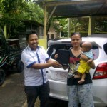 Foto Penyerahan Unit 4 Sales Marketing Mobil Aziz