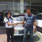 Foto Penyerahan Unit 4 Sales Marketing Mobil Dealer Datsun ELLEN