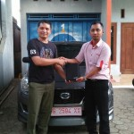 Foto Penyerahan Unit 4 Sales Marketing Mobil Dealer Datsun Tegal Heri