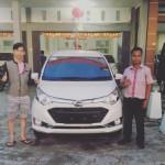 Foto Penyerahan Unit 5 Sales Marketing Mobil Dealer Daihatsu Bansir