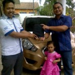 Foto Penyerahan Unit 6 Sales Marketing Mobil Aziz