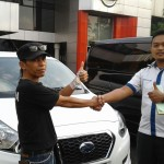 Foto Penyerahan Unit 6 Sales Marketing Mobil Dealer Datsun Agi