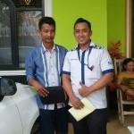 Foto Penyerahan Unit 6 Sales Marketing Mobil Dealer Datsun Purwakarta Yosi
