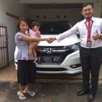 Foto Penyerahan Unit 3 Sales Marketing Mobil Dealer Honda Hafiz