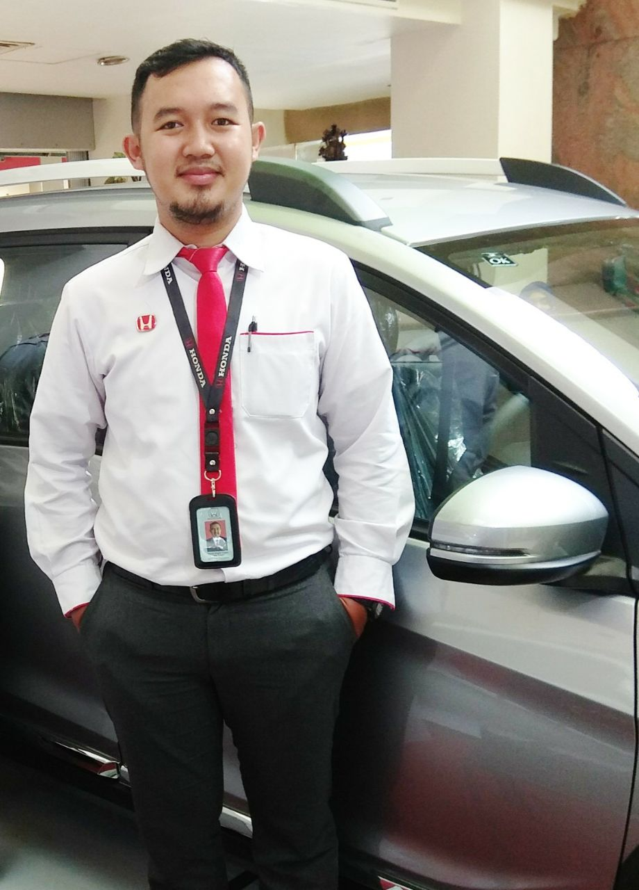 Sales Marketing Mobil Dealer Honda Hafiz
