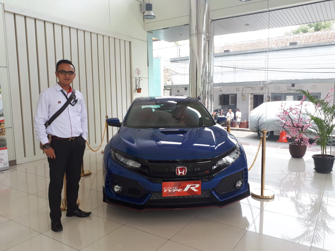 Sales Marketing Mobil Honda Deden
